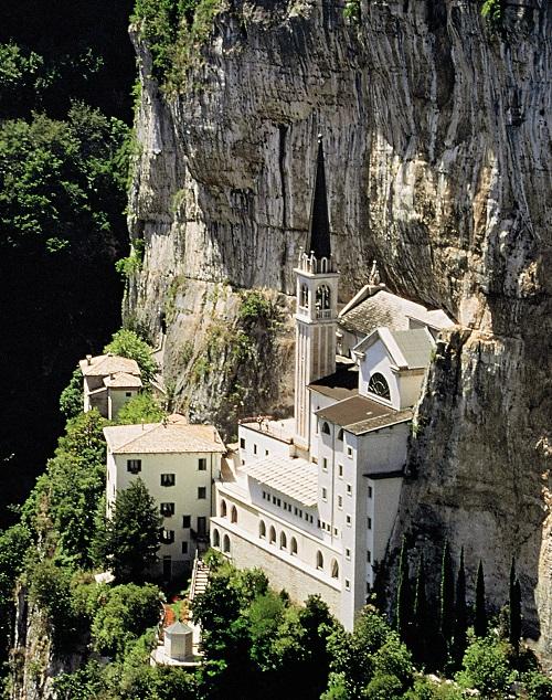 Santuario Basilica della Madonna della Corona